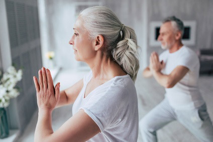 Mit Yoga gegen rheumatische Schmerzen